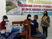 Kepala SMKN 4 Purworejo, Purwanti, S.Pd, M.Par, saat meninjau pelaksanaan vaksinasi, Rabu (29/09/2021) - foto: Sujono/Koranjuri.com