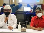 Wakil Gubernur Bali Tjokorda Oma Artha Ardana Sukawati (kiri) bersama Gubernur Bali Wayan Koster (kanan) - foto: Istimewa