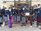 Pemberdayaan masyarakat mengolah VCO melalui program pelatihan oleh Institut Pariwisata dan Bisnis (IPB) Internasional - foto:  Koranjuri.com