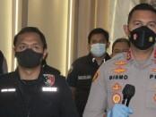 Wakapolres Metro Jakarta Barat AKBP Bismo Teguh Prakoso saat konferensi pers di kantornya, Selasa (19/10/2021) - foto: Istimewa