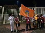 Kontingen Bali sebelum memasuki Stadion Lukas Enembe, Jayapura - foto: Yang Daulaka/Koranjuri.com