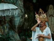 Tampilan video art Ibudaya Festival berlatar destinasi wisata ziarah Goa Maria Air Sanih - foto: Istimewa