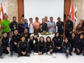 Foto bersama tim karate PON Bali usai acara syukuran di bengkel Kata-kata Joger, Jumat (22/10/2021) - foto: Yan Daulaka