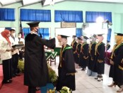 Prosesi Wisuda sarjana Universitas Muhammadiyah Purworejo ke 65, Sabtu (23/10/2021), di Auditorium Kasman Singodimedjo - foto: Sujono/Koranjuri.com