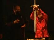 Gubernur Bali Wayan Koster didampingi Wakil Gubernur Tjokorda Oka Artha Ardhana Sukawati menancapkan pedang sebagai tanda secara resmi membuka Festival Seni Bali Jani (FSBJ) Ke-3 di Gedung Ksirarnawa, Taman Budaya Bali, Denpasar, Sabtu, 23 Oktober 2021 - foto: Koranjuri.com